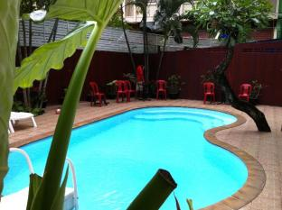 Boomerang Inn Phuket - Boomerang Inn Pool and Lounge Patio