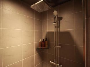 Shinchon Y Hotel Seoul - Shower