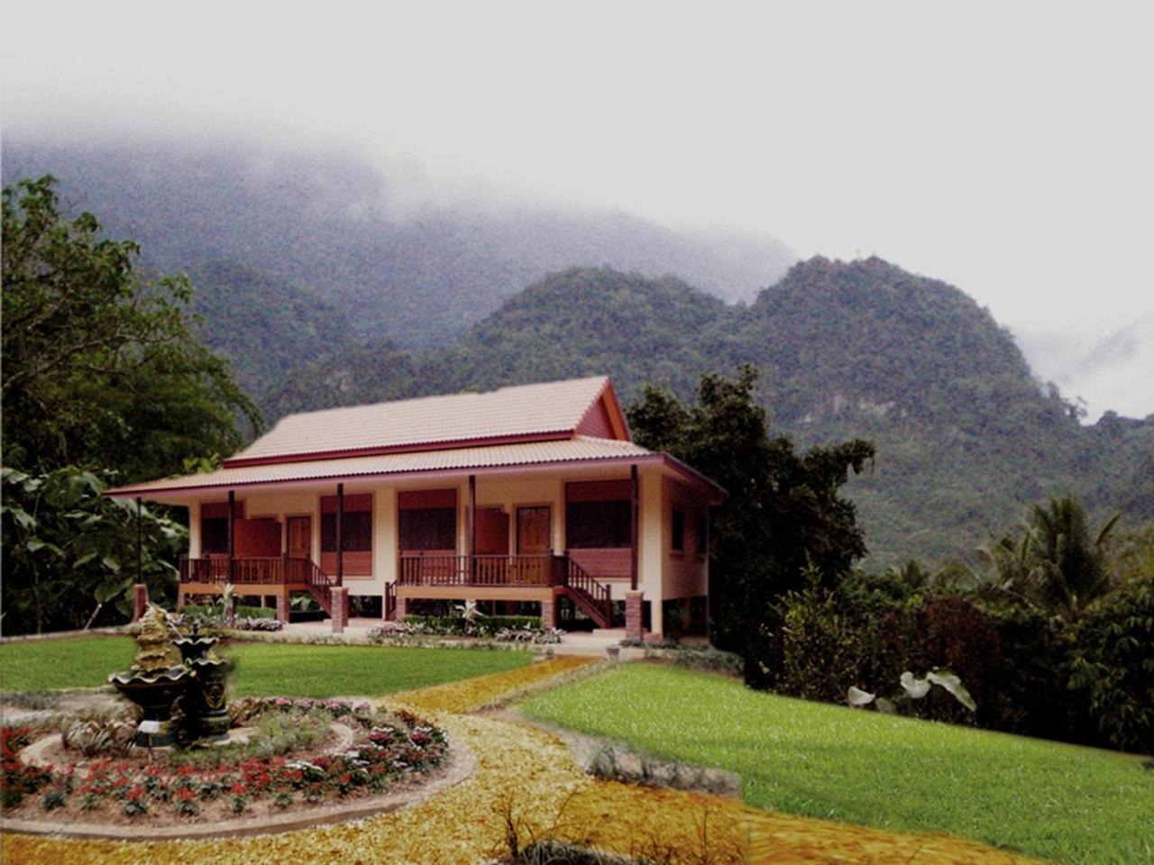 ขุนน้ำ ริมธาร รีสอร์ต (Khunnam Rimtarn Resort)