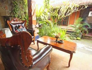 Praety Home Stay Bali - Balcony/Terrace