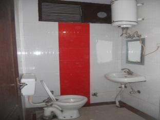 โรงแรมซัน ฟลาวเวอร์ นิวเดลี และ NCR - ห้องน้ำ