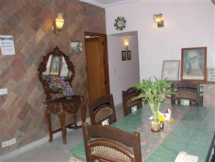 Holiday Home Stay New Delhi and NCR - Dining Area