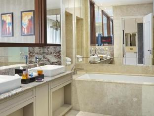 Resorts World Sentosa - Equarius Hotel Singapore - Garden Room Bathroom