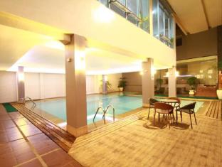 Dohera Hotel Mandaue City - Pool