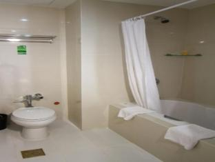 โรงแรมโดเอรา เซบูซิตี้ - ห้องน้ำ