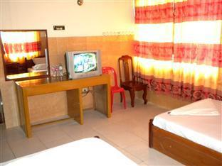 Hour Bunny Hotel Kratie - Twin Bedroom with Fan