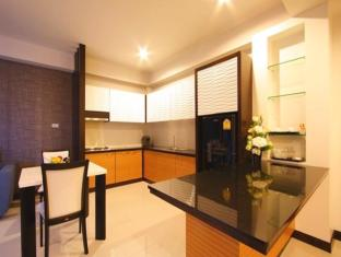 Kalim Beach Place Phuket - Kitchenette & Dining area