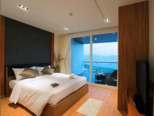 Kalim Beach Place Phuket - Duplex pool suites bedroom