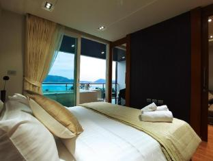 Kalim Beach Place Phuket - Duplex pool suites king size bed