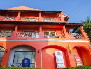 The Orange Pier Guesthouse Phuket - Front side