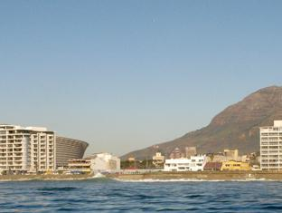 Dolphin Inn Guesthouse Cape Town - Dolphin Inn location on the seafront