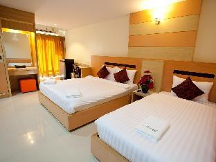 Amnauysuk Hotel guestroom junior suite