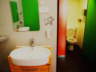 Woke Home Capsule Hostel Singapore - Bathroom