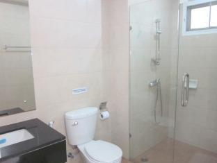 Thana Guest House & Restaurant Phuket - Bathroom
