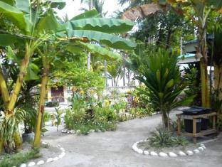Sunday Flower Beach Hotel and Resort Bantayan Island - גינה