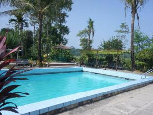 Baghmara Wildlife Resort Chitwan National Park - pool side