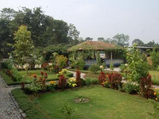 Chitwan Village Resort Chitwan - Part of garden