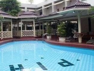 Pardede International Hotel Medan - Zwembad