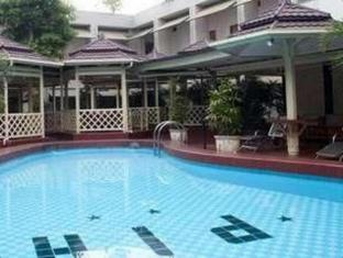 Pardede International Hotel Medan - Piscina