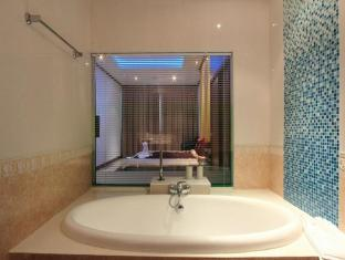 Chalong Sea View Resort Phuket - Bathroom of Suite sea front