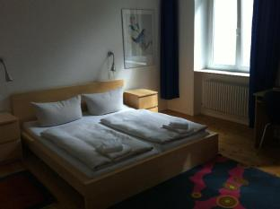 Pension Peters Berlin Берлін