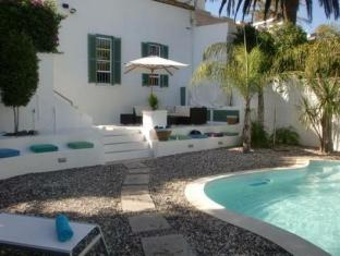 AfricanHome Guesthouse Cape Town - Pool Area