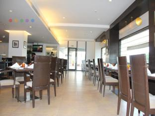 The Hans Hotel New Delhi and NCR - Restaurant