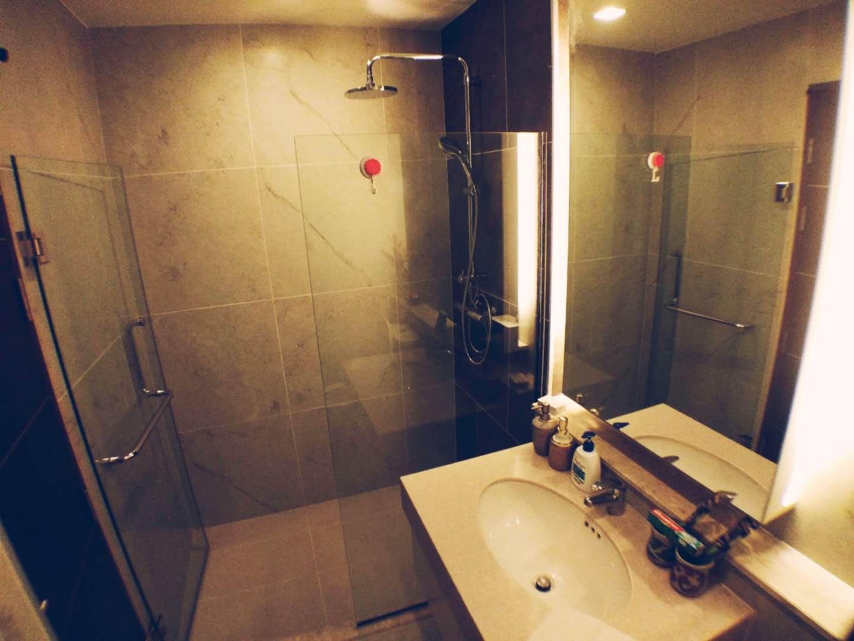 ,Spacious suite in town (The Aatra condo)
