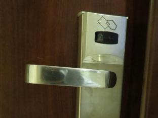 California Hotel Hong Kong - Hi-tech Door Lock