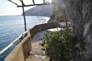 Between Cliffs and ocean Villa in the Amalfi coast