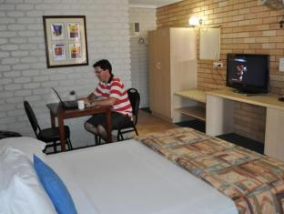 Castle Motor Lodge Whitsundays - Guest Room
