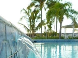 Castle Motor Lodge Whitsundays - Yüzme havuzu