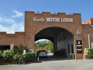 Castle Motor Lodge Уитсъндейс - Фасада на хотела