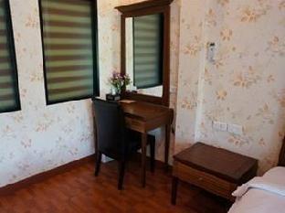 Baan I Un Pool Villa guestroom junior suite