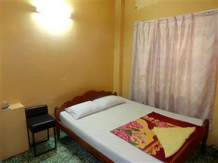 Chi Cha Guesthouse and Restaurant Phnom Penh - Double Bedroom with Fan