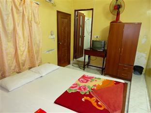 Chi Cha Guesthouse and Restaurant Phnom Penh - Twin Bedroom with Fan
