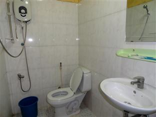 Chi Cha Guesthouse and Restaurant Phnom Penh - Bathroom