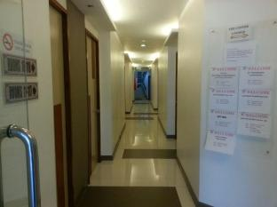 The Center Suites Cebu - Hallway