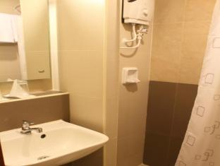 The Center Suites Cebu - Bathroom