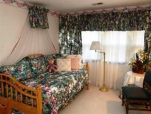 Brass Pineapple Bed And Breakfast South Charleston (WV) - Suite Room