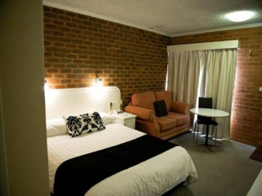 Cousins Motor Inn hotel accepts paypal in Inverell