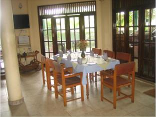Hotel Home Feel Colombo - Dining Area