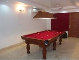 Skylink Suites Bed & Breakfast New Delhi and NCR - Pool Table