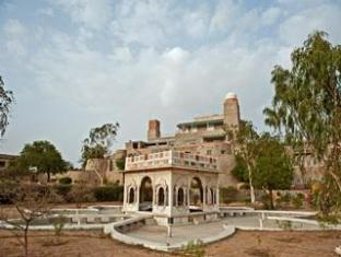 Sardar Samand Lake Palace - Pali