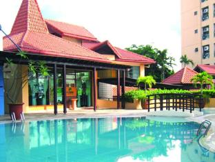 Somerset Surabaya Hotel Surabaya - Swimming Pool