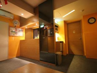 Hong Kong Hostel Hongkong - Hotellet indefra