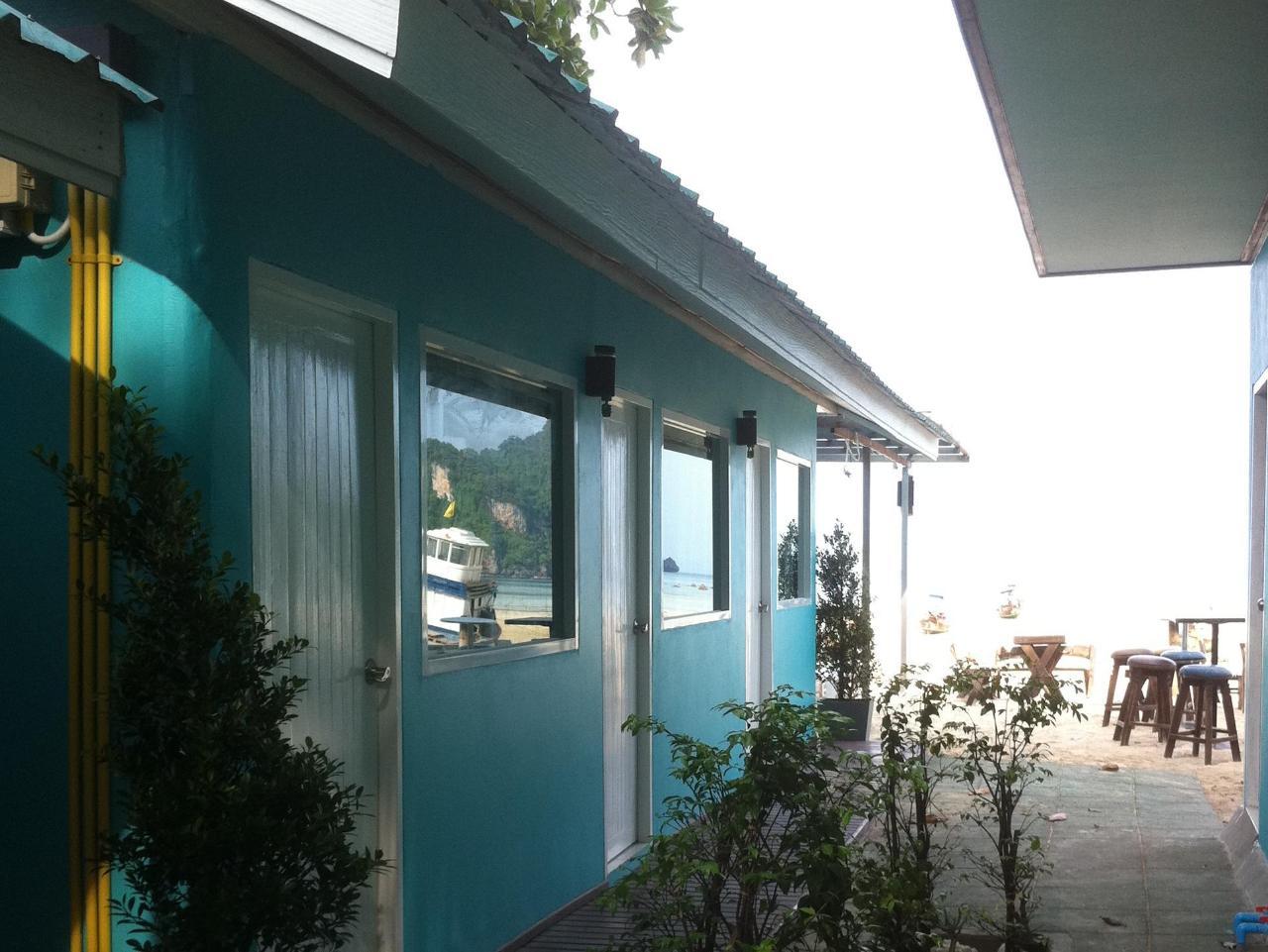 อาปาเช่ บีชเฮาส์ (Apache Beach House)