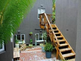The B.I.G Backpackers Cape Town - Patio and Stairs to Dormitory