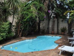The B.I.G Backpackers Cape Town - Pool