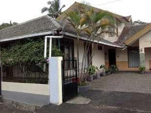 Wisma Hegarmanah Guesthouse